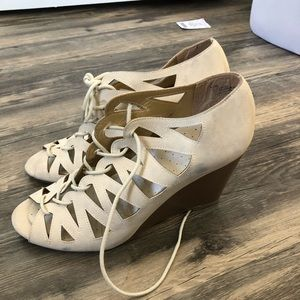 Shoes - Cream lace up shoes